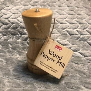 Mini Wooden Pepper Mill Grinder new with tag